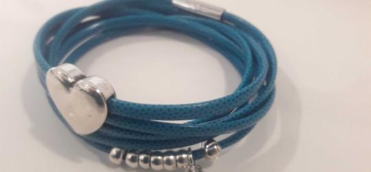 Bracelet multi-tours bleu avec perles et coeur