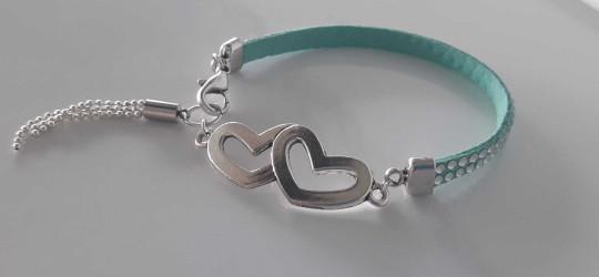 Bracelet en suédine bleu/vert avec ponpon chaîne et intercalaire coeur