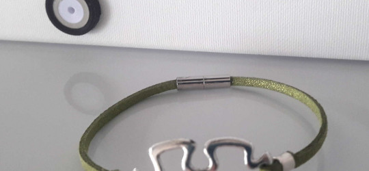 Bracelet en suédine motif puzzle