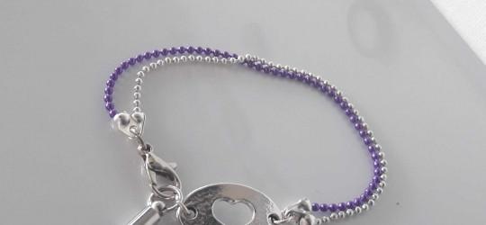 Bracelet en métal motif coeur et ponpon